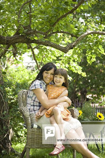 Entspannung Garten Tochter Mutter - Mensch