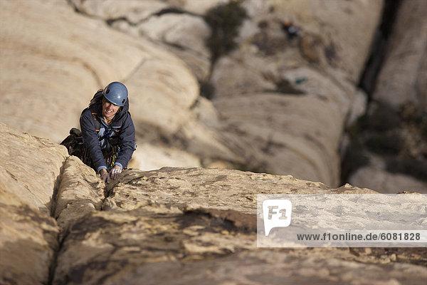 Felsbrocken  Frau  Tag  Nevada  Sonnenlicht  klettern