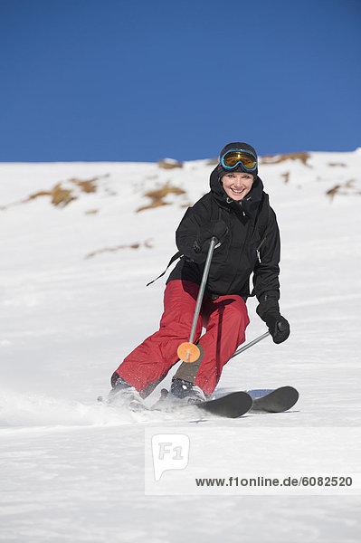 Fröhlichkeit  Tag  Skisport  Sonnenlicht  Rocky Mountains  Mädchen  kanadisch
