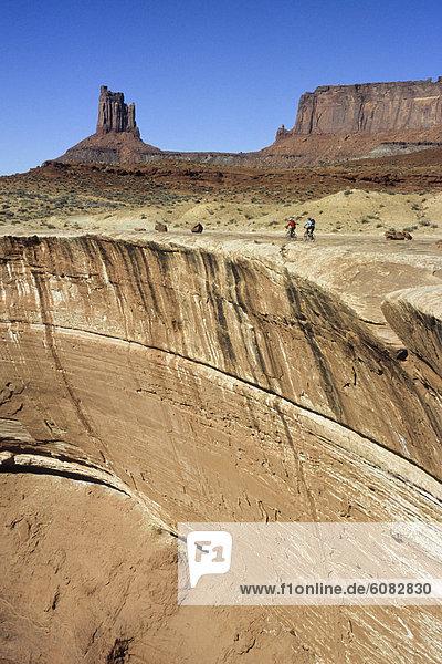 Frau  Berg  Ecke  Ecken  radfahren  Steilküste  2  vorwärts  Utah