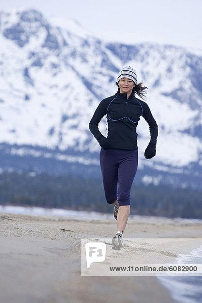 Frau  Winter  Strand  rennen  See  Ausdauer  Kalifornien