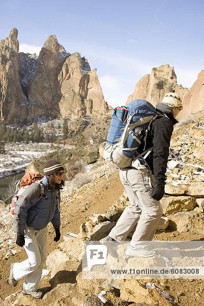 Bergsteiger , Felsbrocken , gehen , folgen , Steilküste , Hintergrund , 2
