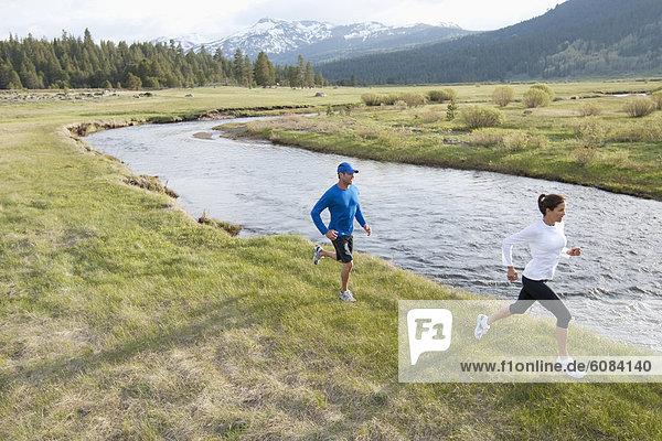 folgen  rennen  Athlet  Fluss  Feld