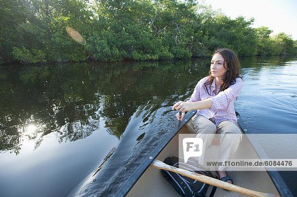 Frau  Kanu  Paddel  Everglades Nationalpark  Florida