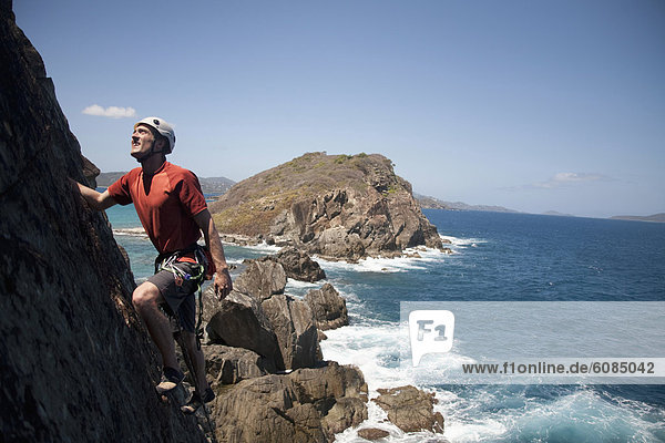 hoch  oben  Mann  Vereinigte Staaten von Amerika  USA  Insel  vorwärts  Richtung  Tradition  Regenwald  klettern  neu