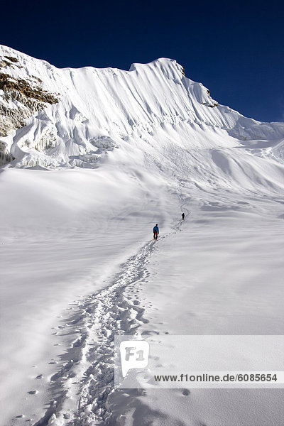 Bergsteiger  nahe  Berggipfel  Gipfel  Spitze  Spitzen  hoch  oben  Insel  2  Meter  Nepal