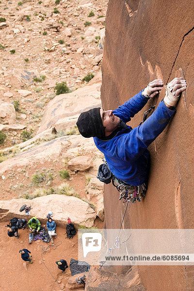 Hund  Indianer  Bach  Klettern  Richtung  sprechen  Utah