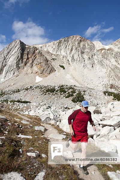 Mann  folgen  rennen  Schnee  Wyoming