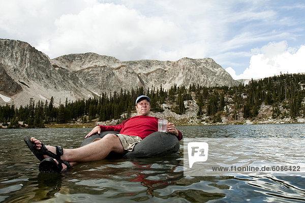 Binnenhafen  Mann  fließen  Berg  See  Wyoming