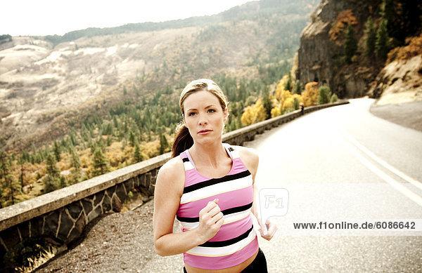 leer  Frau  Schönheit  Tag  Fernverkehrsstraße  Athlet  joggen  vorwärts