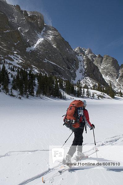 Frau  Berg  Skisport  unbewohnte  entlegene Gegend  Colorado