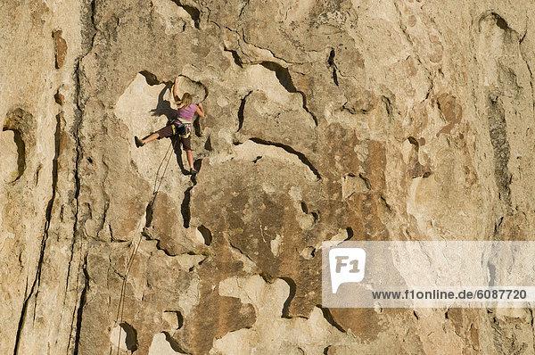 Felsbrocken  Frau  Großstadt  Naturschutzgebiet  klettern  Idaho
