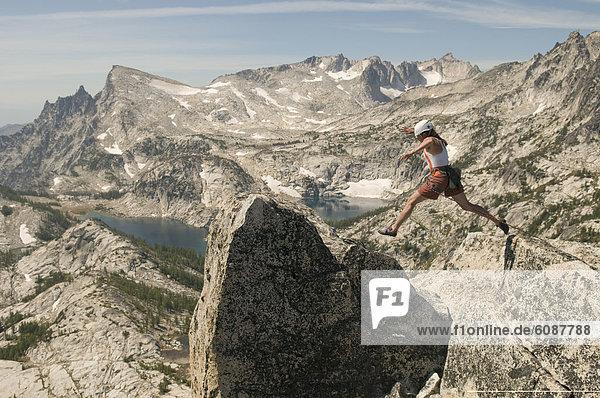 Frau  Berggipfel  Gipfel  Spitze  Spitzen  springen  Magie