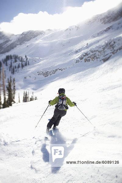 blauer Himmel  wolkenloser Himmel  wolkenlos  Helligkeit  Frau  Ski  unterhalb  Utah