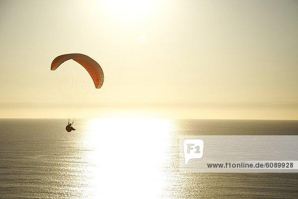Sonnenuntergang  über  Wind  fahren  Ozean  Gleitschirm  Kalifornien