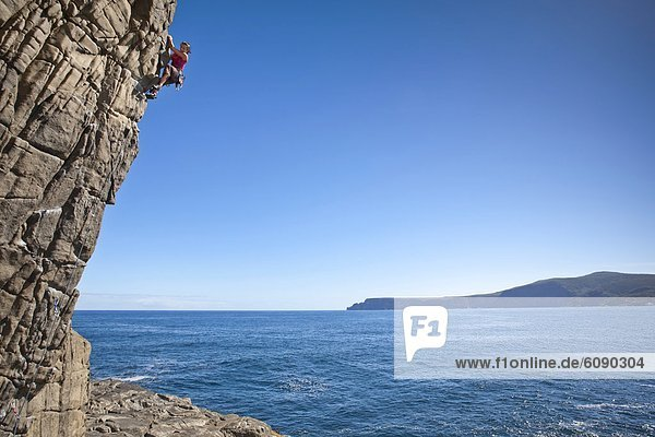 Frau  Felsen  Australien  klettern  Halbinsel  Tasmanien