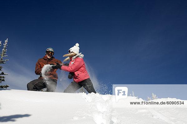 Frau  Berg  Mann  Spiel  Schnee