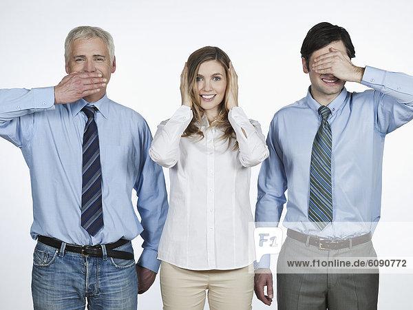 Männer und Frauen  die nichts Böses sehen  nichts Böses hören  nichts Böses sagen....