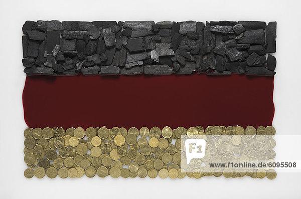 Deutsche Flagge aus Kohle  Blut und Münze auf weißem Grund