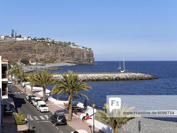 Spain  La Gomera  View of seaside promenade and Hotel Jardin Tecina on cliff