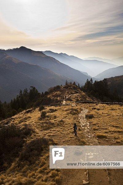 Frau  Hügel  Horizont  hoch  oben  Nepal