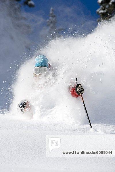 Mann  Skisport  Gesichtspuder  tief  Utah