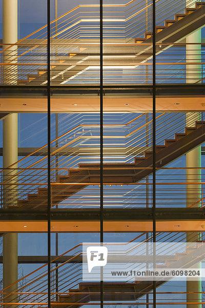 Deutschland  Baden Württemberg  Stuttgart  Treppenhaus des Bürogebäudes