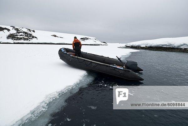 Führung  Anleitung führen  führt  führend  sehen  Meer  Eis  blättern  Richtung  Antarktis
