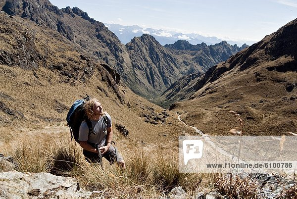 Mann  Berggipfel  Gipfel  Spitze  Spitzen  Frau  folgen  Spiegelung  jung  Inka