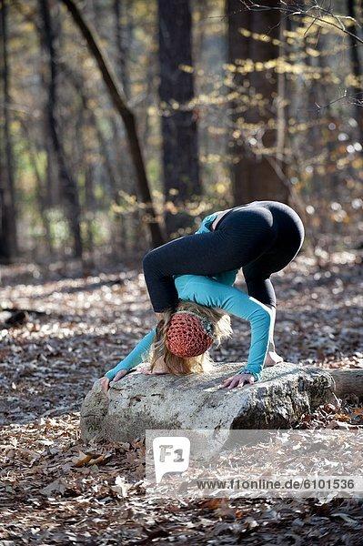 Frau  Tischset  Yoga  Außenaufnahme  Pose