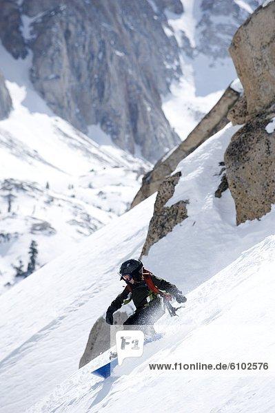 Snowboarding  Junge - Person  unbewohnte  entlegene Gegend  Kalifornien
