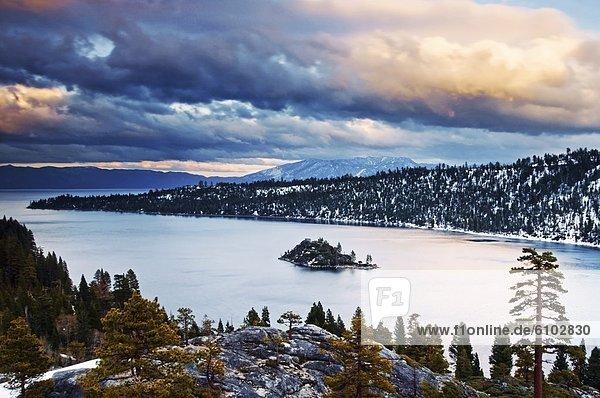 beleuchtet  Winter  Wolke  Sonnenuntergang  über  Kalifornien  Bucht  Smaragd