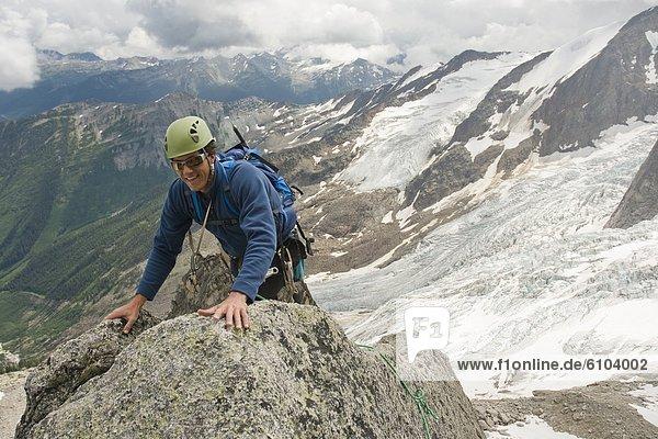 Felsbrocken  Mann  Berg  Ländliches Motiv  ländliche Motive  The Bugaboos  British Columbia  Kanada  klettern  Granit