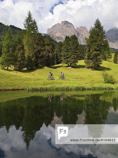 Felsbrocken  Berg  fahren  Steilküste  See  Hintergrund  2  vorwärts  Wiese  Ar  Hang