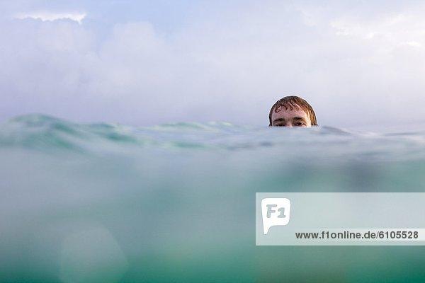 Mann  Felsen  Ansicht  Trennung  schwimmen  zeigen  Hawaii  North Shore  Oahu