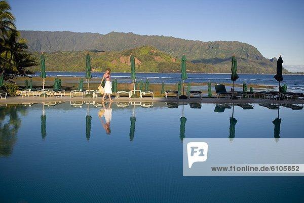 Wasser  rollen  Frau  Ruhe  offen  Hügel  spazierengehen  spazieren gehen  Hawaii