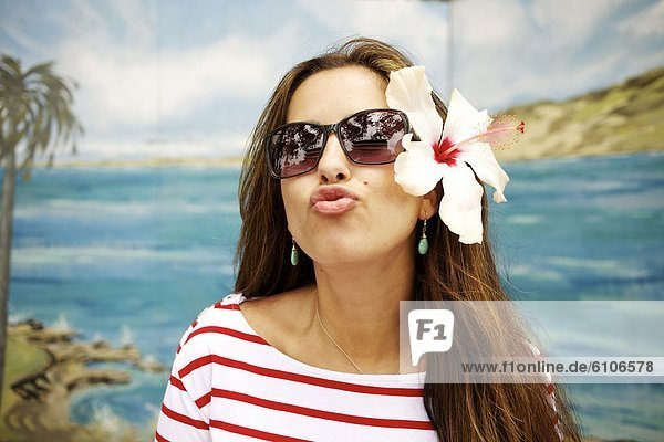 Frau  küssen  Himmel  hübsch