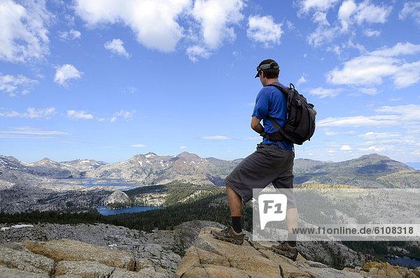 Berggipfel  Gipfel  Spitze  Spitzen  sehen  Sommer  über  Depression  Landschaftlich schön  landschaftlich reizvoll  wandern  Kalifornien  Berg
