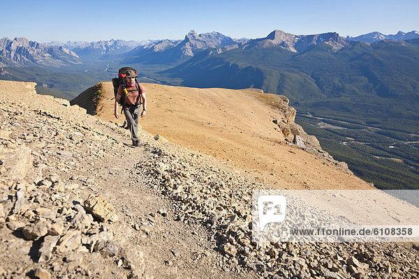 Berg  Mann  Palast  Schloß  Schlösser  wandern  Banff Nationalpark  Alberta  Kanada