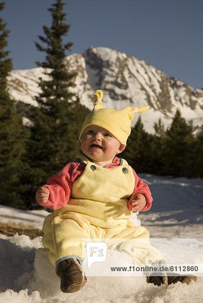 sitzend  Stuhl  Baby  Schnee