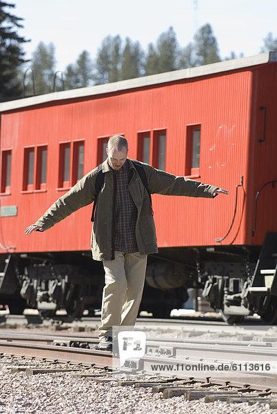 Mann  balancieren  Zug