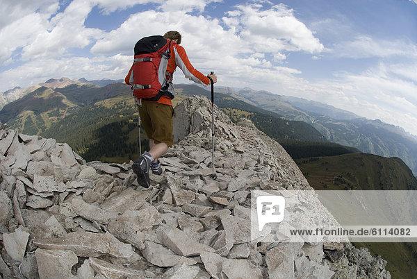 Mann  Felsen  wandern  jung  Colorado  San Juan National Forest