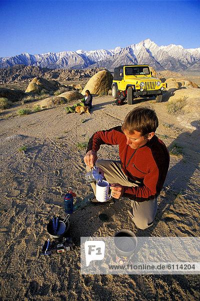 Frau  Berg  Mann  Produktion  Wüste  Hintergrund  camping  Kaffee  Geländewagen  Ofen