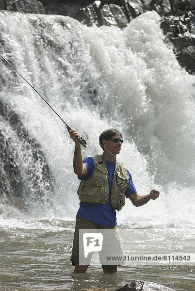 Mann  angeln  Marmor  unterhalb  Colorado