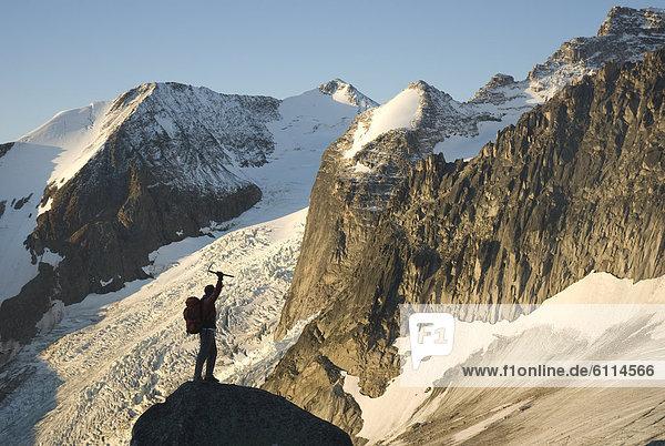 Bergsteigen  Mann  Ländliches Motiv  ländliche Motive  The Bugaboos  British Columbia