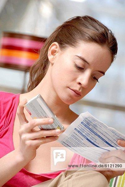 ärztliches Rezept  arztliche Rezepte  Frau  vorlesen