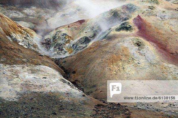Dampf über buntem Schwefelfeld am Vulkan Krafla am Myvatn-See  Island Dampf über buntem Schwefelfeld am Vulkan Krafla am Myvatn-See, Island