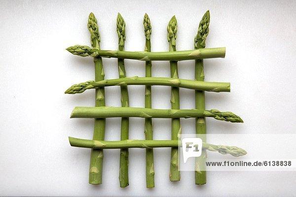 Grüner Spargel als Gittermuster