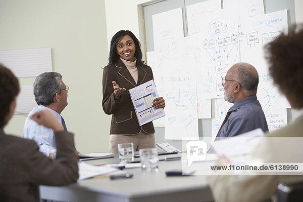 Wirtschaftsperson  Geschäftsbesprechung  Zimmer  Besuch  Treffen  trifft  Konferenz
