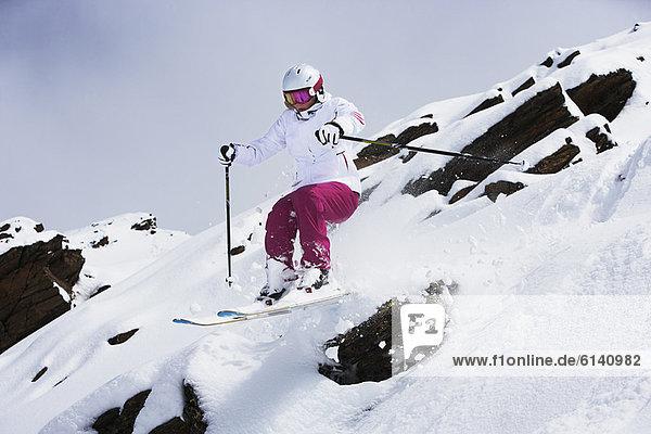 Skifahrer  Schnee  springen  Hang
